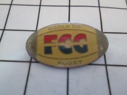 916c Pin's Pins / Beau Et Rare / THEME : SPORTS / ECOLE DE RUGBY FCG BALLON OVALE - Rugby
