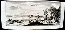 80 DOULLENS DOURLANS GRAVURE VUE PANORAMIQUE DE LA VILLE AU 17° SIECLE VERS 1650  31 X 13 CM - Doullens