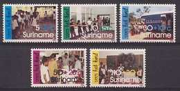 Republiek Suriname Nr 512/516 Postfris/MNH Kinderpostzegels, Activiteiten Op School 1986 - Surinam