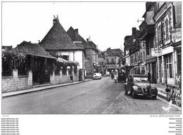 Photo Cpsm Cpm 19 OBJAT 1962. Voiture 2 CV Avenue Du Moulin Neuf. Horlogerie Et Coiffure - Autres Communes