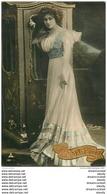 WW REUTLINGER. Superbe Femme Avec Bonne Année En Ajoutis - Altri Fotografi