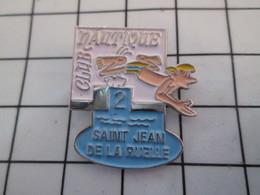 1016a Pin's Pins / Beau Et Rare / THEME : SPORTS / NATATION CLUB NAUTIQUE ST JEAN DE LA RUELLE - Natación