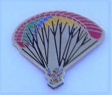 E19 Pin's Parachute Parachutisme Parapente Achat Immédiat - Paracadutismo