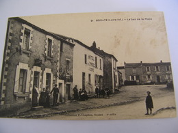 C.P.A. Bouaye (44) - Le Bas De La Place - Hôtel Du Commerce Maison J.Doré - 1920 - SUP (CT 91) - Bouaye