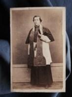 Photo CDV Album Photographique à Bordeaux  Religieux Portant Son étole  Sec. Empire (datée 1866) - L497A - Fotos