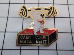 1016a Pin's Pins / Beau Et Rare / THEME : SPORTS / HALTEROPHILIE CHIEN CLUB CAEN - Halterofilia