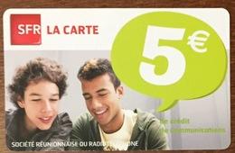 RÉUNION GARÇONS RECHARGE GSM SFR 5 EURO DU 05/12 CARTE PRÉPAYÉE PHONECARD CARD PAS TÉLÉCARTE - Réunion
