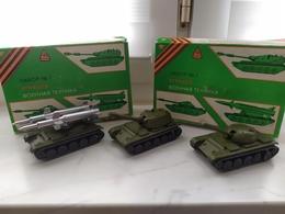 Sowjetisches Spielzeugset. 1 Kiste Mit 3 Modellen Aus Metall CCCP Udssr - Otras Colecciones