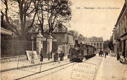 VIERZON  (cher 18) Rue De La Republique Le Tramway - Vierzon