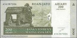 TWN - MADAGASCAR 87a - 200 Ariary 2004 A XXXXXXX G UNC - Madagascar