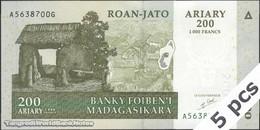 TWN - MADAGASCAR 87a - 200 Ariary 2004 DEALERS LOT X 5 - A XXXXXXX G UNC - Madagascar