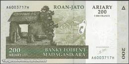 TWN - MADAGASCAR 87a - 200 Ariary 2004 A XXXXXXX H UNC - Madagascar