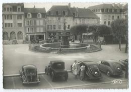 11705 - GUERET (Creuse) - Place Bonnyaud - 4CV, 2CV, 203, Fontaine, Commerces - Animée - CPSM N&B 1956 -Scan Recto-verso - Guéret