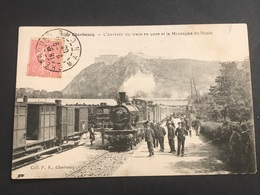 50 Cherbourg 1900 L'arrivée Du Train En Gare Et La Montagne Du Roule - Cherbourg