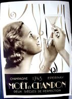 CHAMPAGNE MET ET CHANDON EPERNAY BELLE AFFICHETTE LITHOGRAPHIEE ISSUE D'UN CATALOGUE ANNEE 1930 TRES BON ETAT 37 X 26 CM - Alcools