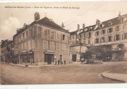 SALINS-LES-BAINS . PLACE DU VIGNERON , POSTE ( A La Place Du CAFE DES BAINS ) ET HOTEL DU SAUVAGE . CARTE NON ECRITE - Autres Communes