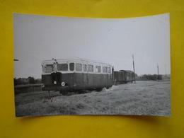 Photo Bazin ;gare ,trains ,tramways ,autorail En Gare De Quéant - Trains