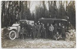 """CARTE PHOTO WW1 DEUX VEHICULES DE L ADMINISTRATION DES POSTES """"TRESOR ET POSTES"""" SUR LES CASQUETTES DES FACTEURS - War 1914-18"""