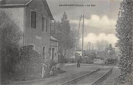 CPA 86 GRAND PONT LA GARE Train Arrivant En Gare - Sonstige Gemeinden