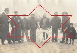 """Photo Vers 1910 SAN SEBASTIAN (Saint-Sebastien) - Naufrage Du Bâteau """"Hélène"""" ??? """"Marseille-Tréguier"""" L'équipage (A221) - Bateaux"""