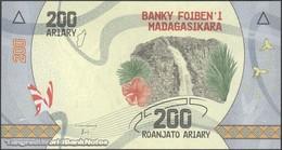 TWN - MADAGASCAR 98 - 200 Ariary 2017 Prefix F UNC - Madagascar