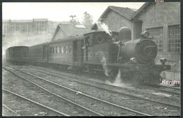 """Espagne - Photo Trevor Rowe - Mai 1954 - Locomotive 220 T N° 103 """"Marron"""" - Bilbao - Voir 2 Scans - Treinen"""