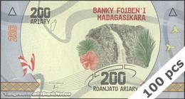 TWN - MADAGASCAR 98 - 200 Ariary 2017 DEALERS LOT X 100 - Prefix F UNC - Madagascar