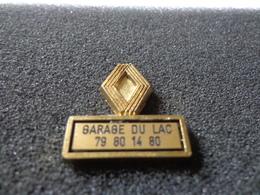 Joli Pin's Renault Garage Du Lac Estampillé Déposé France - Pin's