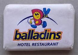 - Savon - Ancienne Savonnette D'hôtel - Balladins - - Kosmetika