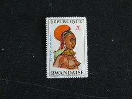 RWANDA YT 408 NSG - COIFFE AFRICAINE FEMME RENDILLE - Rwanda