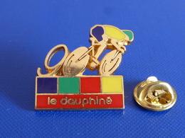 Pin's Le Dauphiné 90 - Média Journal - Vélo Cyclisme Course Tour De France - Zamac (RB1) - Médias