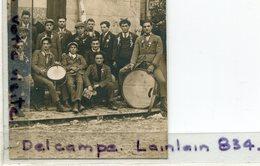 - Carte Photo - Groupe De Conscrits, Devant Bar, Bon Pour La France, ( Service ), Vaucluse Ou Drôme,  TBE, Scans. , . - Personaggi