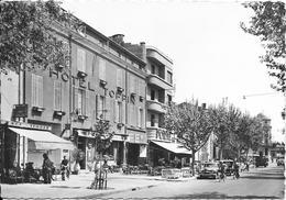 CAVAILLON - Cours Gambetta Et L'Hôtel Toppin - Cavaillon