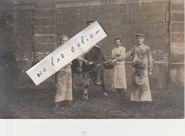 """75019 - Abattoirs De La Villette - Les Bouchers De Chez """" Bouvier """" Qui Posent En 1909     ( Carte-photo ) - Petits Métiers à Paris"""