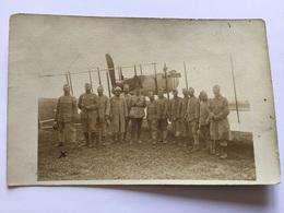 Carte Photo De Poilus Devant Un Avion Bombardier Aviation 1915 1914-18 - 1914-18