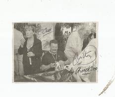 ANDRE CHERET (DESSINATEUR RAHAN) SA FEMME COLORISTE ET JEAN YVES MITTON (DESSINATEUR BD) 3 AUTOGRAPHES SUR JOURNAL - Autogramme & Autographen
