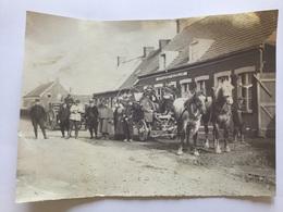 Photo D'un Attelage Avec Poilus Devant Un Estaminet Mazelart 1914-18 - 1914-18