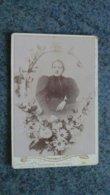 CDV  PORTRAIT  PHOTO  PORTRAIT D UNE FEMME  AVEC UN CERCLE DE FLEURS  - LEON PINEAU  GRENOBLE - Anciennes (Av. 1900)