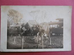 TRAINS  - LOT De 2 CARTES PHOTOS D'un ACCIDENT Ferroviaire    - - Trains