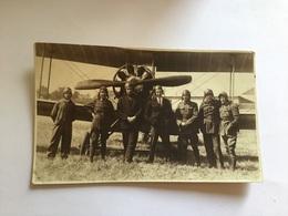 Photo D'aviateurs Militaires étrangers Devant Avion Années 20 - Documents