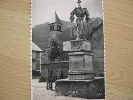 MONETIER LES BAINS . Monument Devant L'eglise Et Chapelle - Serre Chevalier