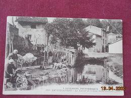 CPA - Sauxillanges - Le Lavoir Et L'Usine Saint-Hubert - France