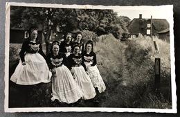 Mädchen In Friesentracht In Amrum - Nordfriesland