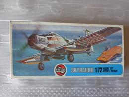 Maquette Avion Militaire-en Plastique-1/72 Airfix Skyraider   Ref 02030 - Airplanes