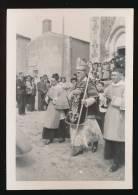 Photo Ancienne (années 1950) : Sortie De L'Evêque Et Des Prêtres D'une Eglise De Vendée (lieu à Déterminer) Cérémonie... - Lieux