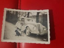 Photo Originale  Voiture Automobile Une Fillette Avec Son Chien  Annee Circa 30 - Automobiles