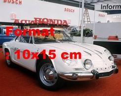 Reproduction Photographie Ancienne D'une RenaultAlpine 1300 Super Au Salon De L'automobile Francfort-Sur-Le-Main 1969 - Repro's