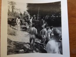 NUS HOMMES  SAINT JEAN LE BLANC LOIRET  WW2  SOLDATS ALLEMANDS EN BAIGNADE NATURISME VUE DE DOS - Vintage Men < 1945