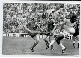 FOOTBALL ANNEES 74 TIRAGE PHOTO D'EPOQUE GADOCHA POLOGNE BRESIL COUPE MONDE SCAN - Soccer