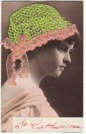 N°14803 - Sainte-Catherine - Photo D'une Jeune Emme Portant Un Bonnet En Crochet Vert Et Dentelle Rose - Sainte-Catherine
